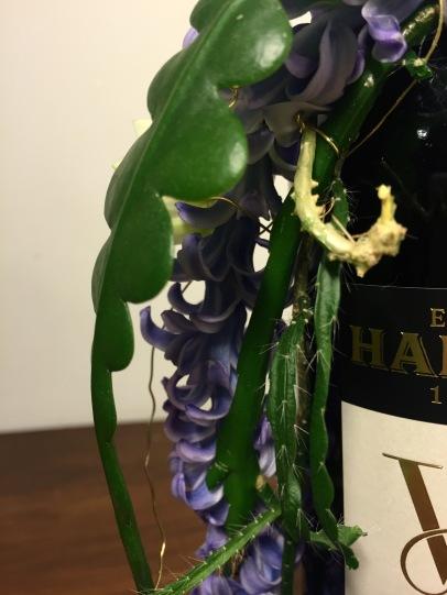 lähikuva viinipullon koriste