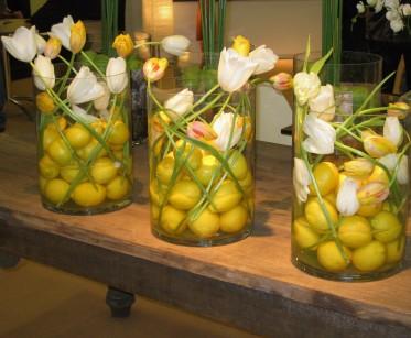 sitruunat ja ranskikset maljakossa