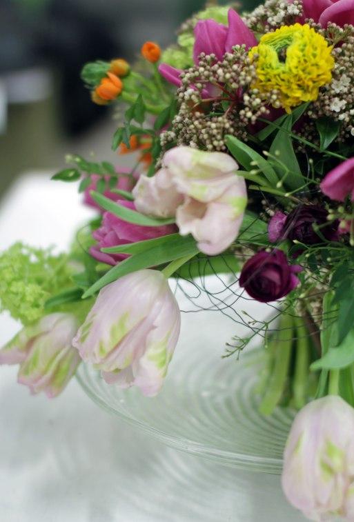 Tulppaanikimppu osa + muuta kukkaa